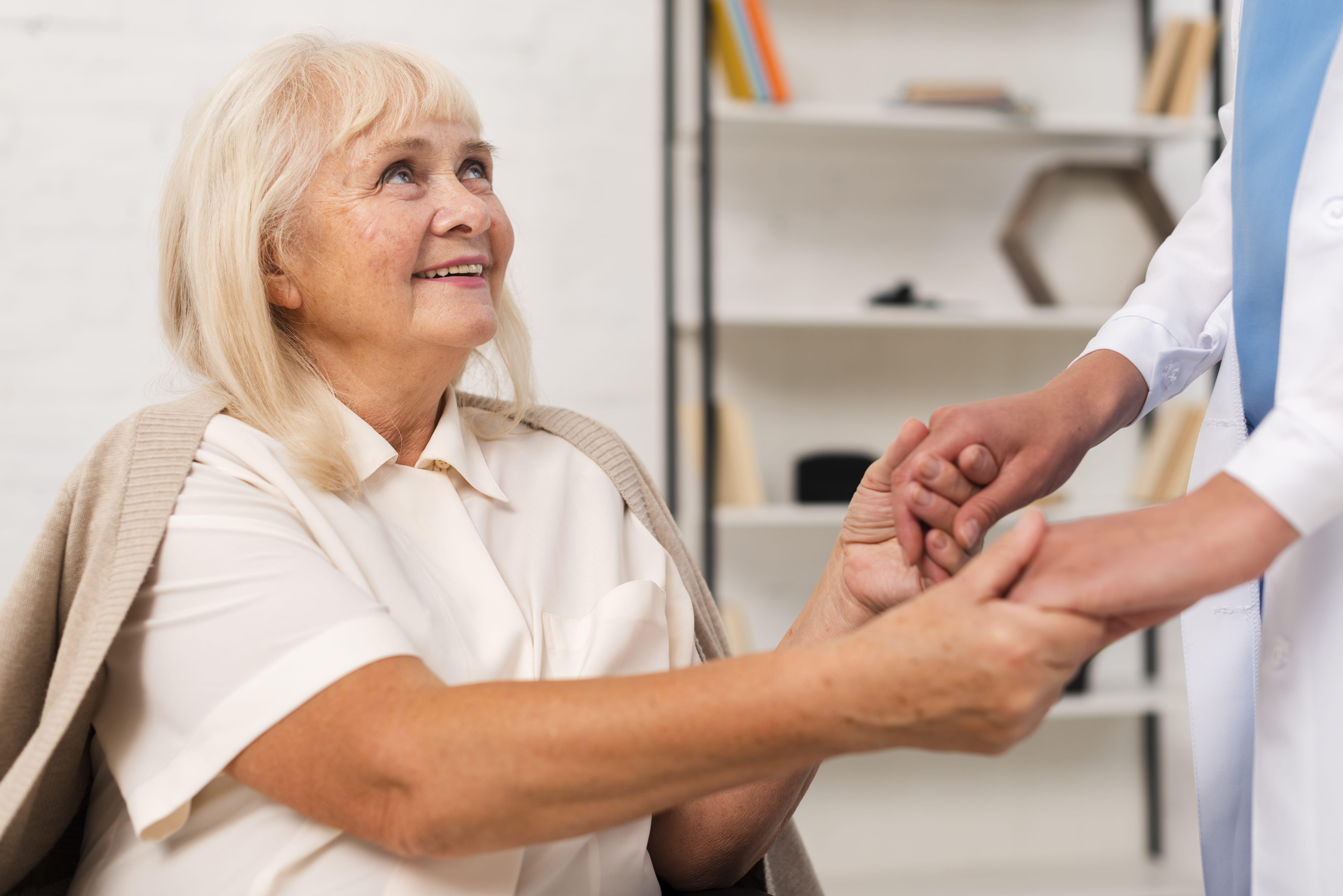 Servicios y técnicas realizadas por profesionales cualificadas a personas dependientes