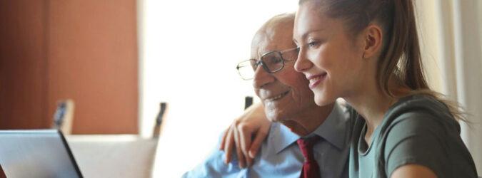 cuidadoras de un adulto mayor a domicilio