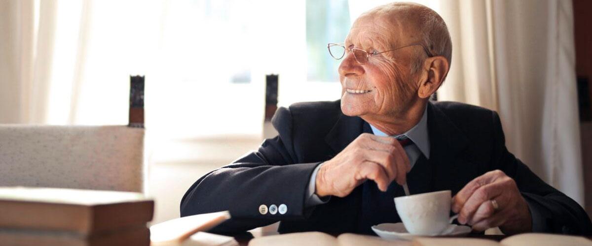 Conciliar trabajo el cuidado de una persona mayor