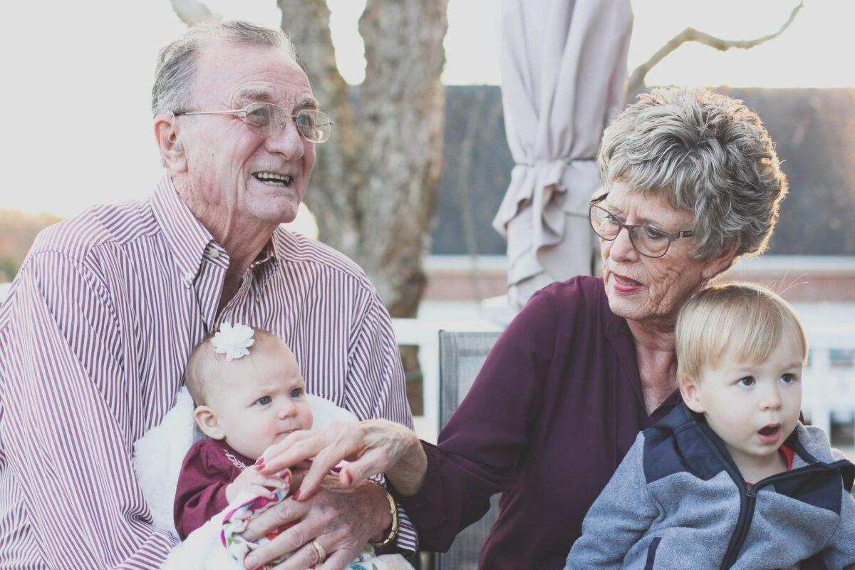 ¿Qué límites deben tener las tareas de una cuidadora de ancianos?