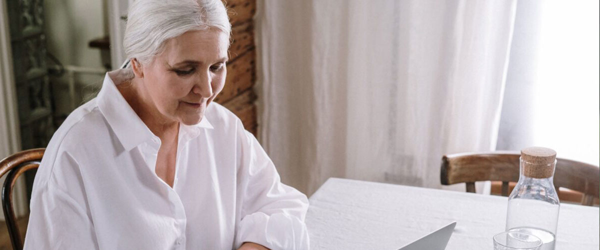 ¿Cuál es el precio de una cuidadora de ancianos?